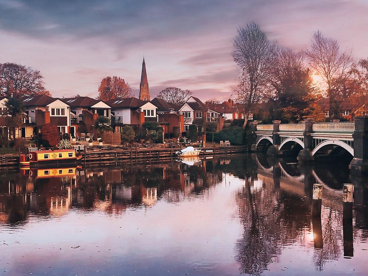 1200px-Old_Bridge_over_River_Wey_-_Weybridge_Surrey-1